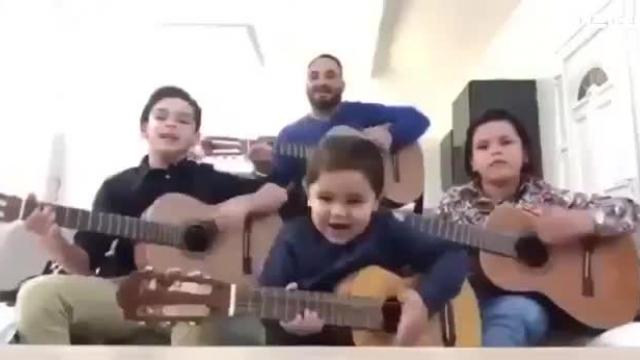 کلیپ بسیار بامزه شادترین خانواده دنیا !