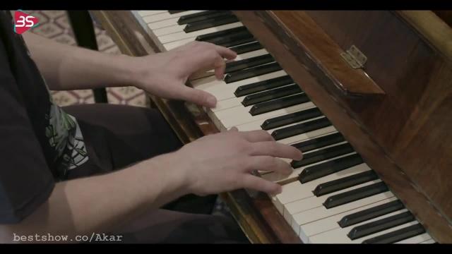 اجرای زنده از قطعه You Belong To Me از Jurrivh
