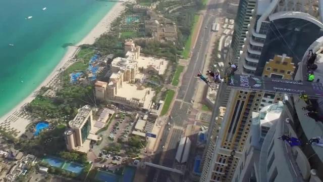سقوط آزاد از برج های دبی