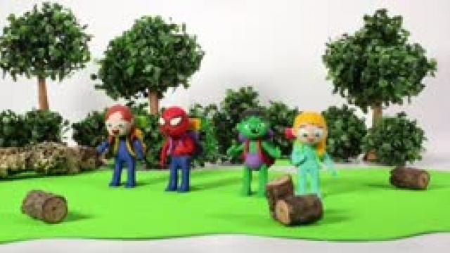 دانلود انیمیشن خانواده خمیری این قسمت Kids Playing With Rainbow Paint Colors
