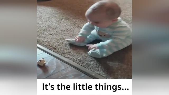 کلیپ بسیار بامزه خنده باحال نوزاد خوشگل !