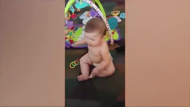 کلیپ بسیار بامزه از کارهای خنده دار نوزادان خوردنی !